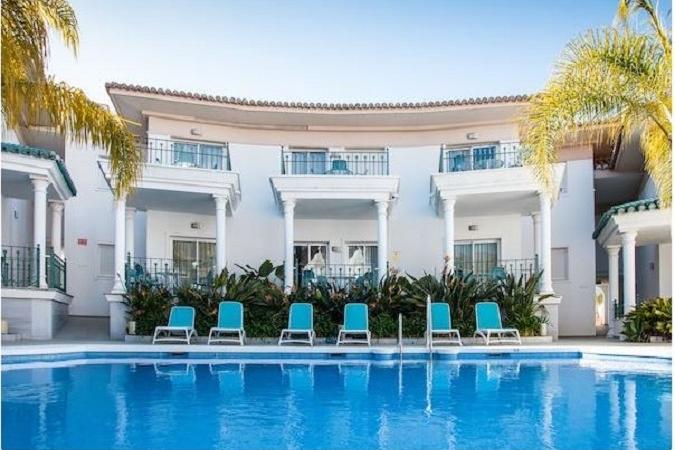Los Apartamentos Marina Turquesa de Nerja (Málaga) ofrece un 10% de descuento para familias numerosas